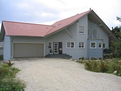 Innen- und Außenputzarbeiten mit Fensterfaschen und Farbgestaltung