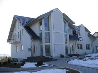 Außenputz- und Innenputzarbeiten Marmorierung an Säulen und Fassadenflächen