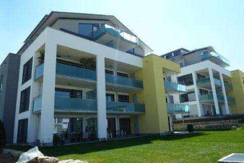 Mehrfamilienhäuser, Innen- und Außenputzarbeiten mit Farbgestaltung